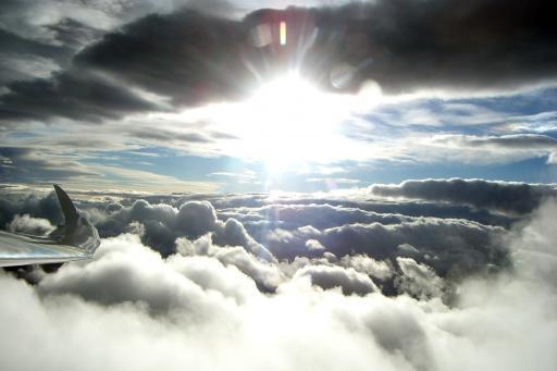 59  De zon op z   n hoogste punt tijdens een winterse golfvlucht