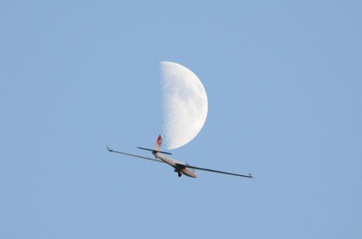 16  Aeromoonbatics