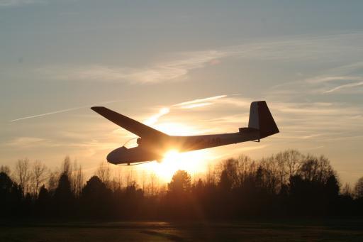 03  Landing bij zonsondergang