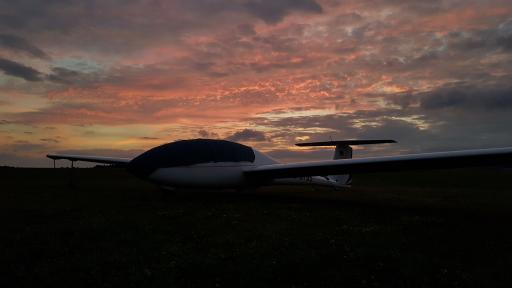 033  Einde van de vliegdag